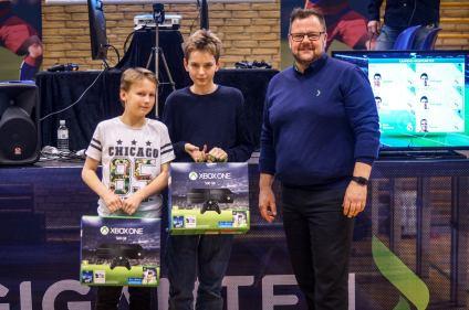 Mikkel Hjort og Malthe Dørge som vindere af første udgave af Elgiganten Cup.