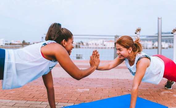 sport-santé : Gainage dynamique en duo