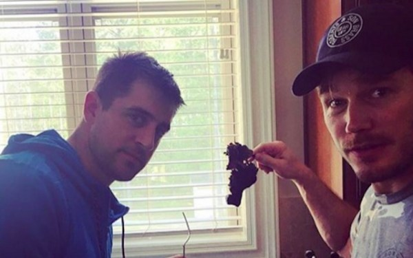 LOOK: Aaron Rodgers, Chris Pratt have no idea how to cook ...