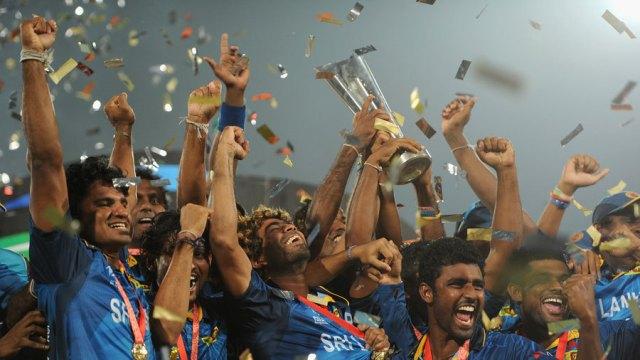 Sri Lanka Team Celebrating The Victory With World T20 Trophy - Güç Sahibi Olmanın 48 Yasası - Bölüm 8