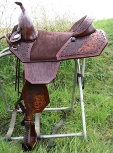 WALNUT DYE Squared Barrel Racer