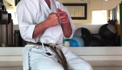 how to do Knuckle Push-Ups