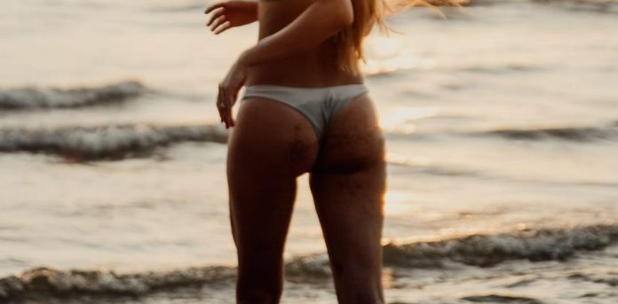 Sandglass shape buttocks