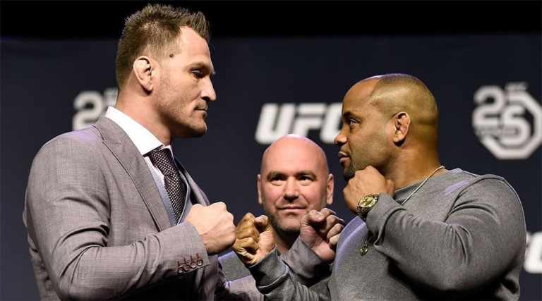 Daniel Cormier signed a contract for the fight with Stipe Miocic