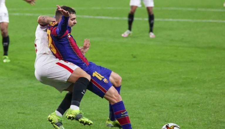 Barcelona showed a foul in the penalty area against Sevilla. Which did not bring them a penalty. Video