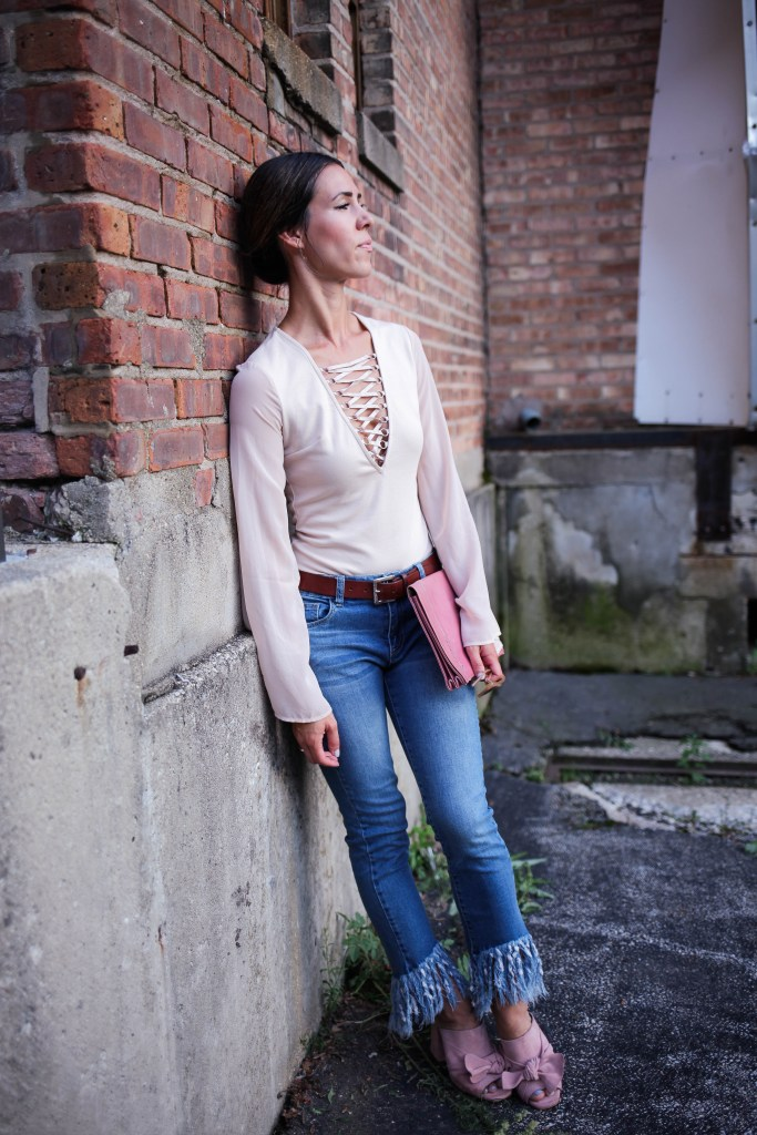 Forever 21 Lace-Up Bodysuit, Forever 21 Frayed Denim, Fall Fashion, Chicago Fashion Blogger, Sport and Fashion Blogger