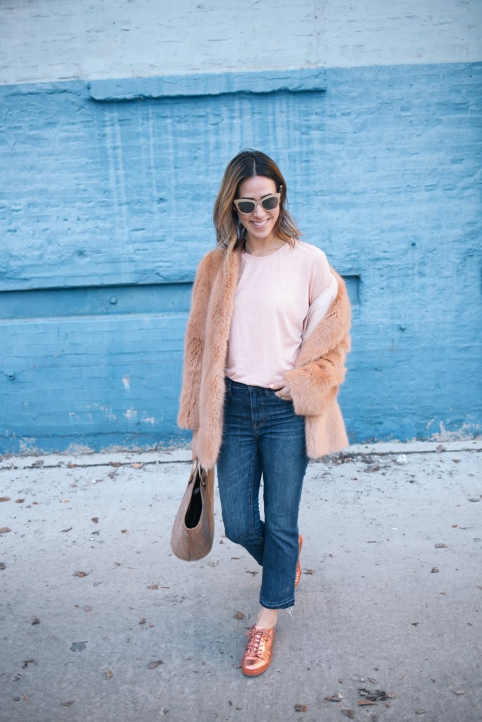 Blogger Mary Krosnjar wearing a casual pink valentines day look