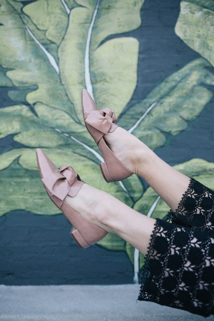 Blogger Mary krosnjar wearing zara flats with bows