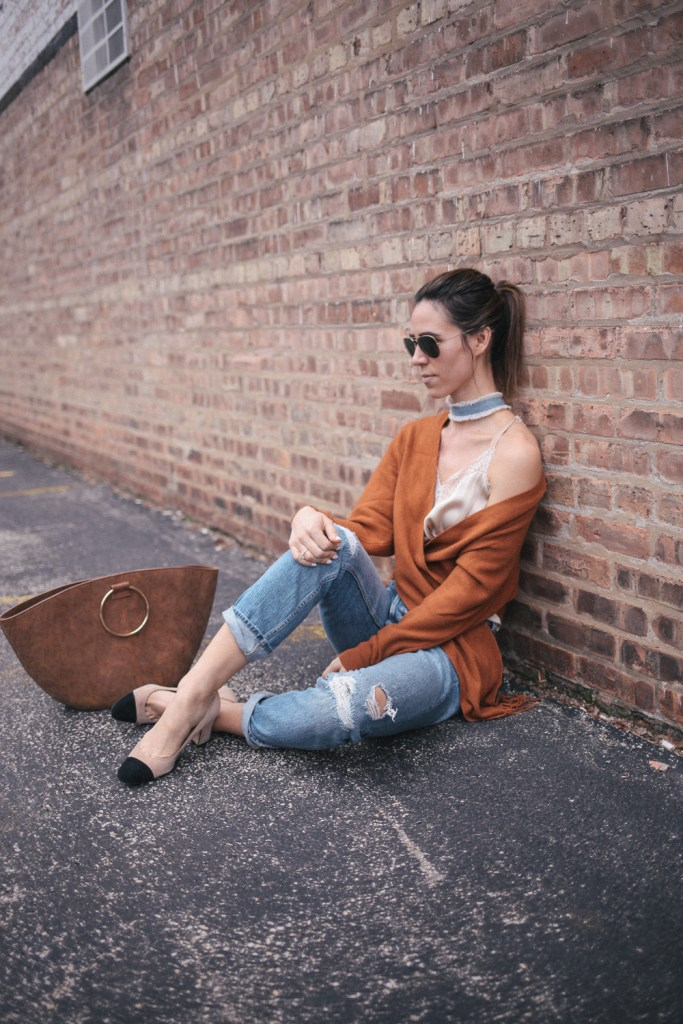 Blogger Mary Krosnjar wearing Ivanka Trump Block Heel Pumps and Who What Wear Suede Tote