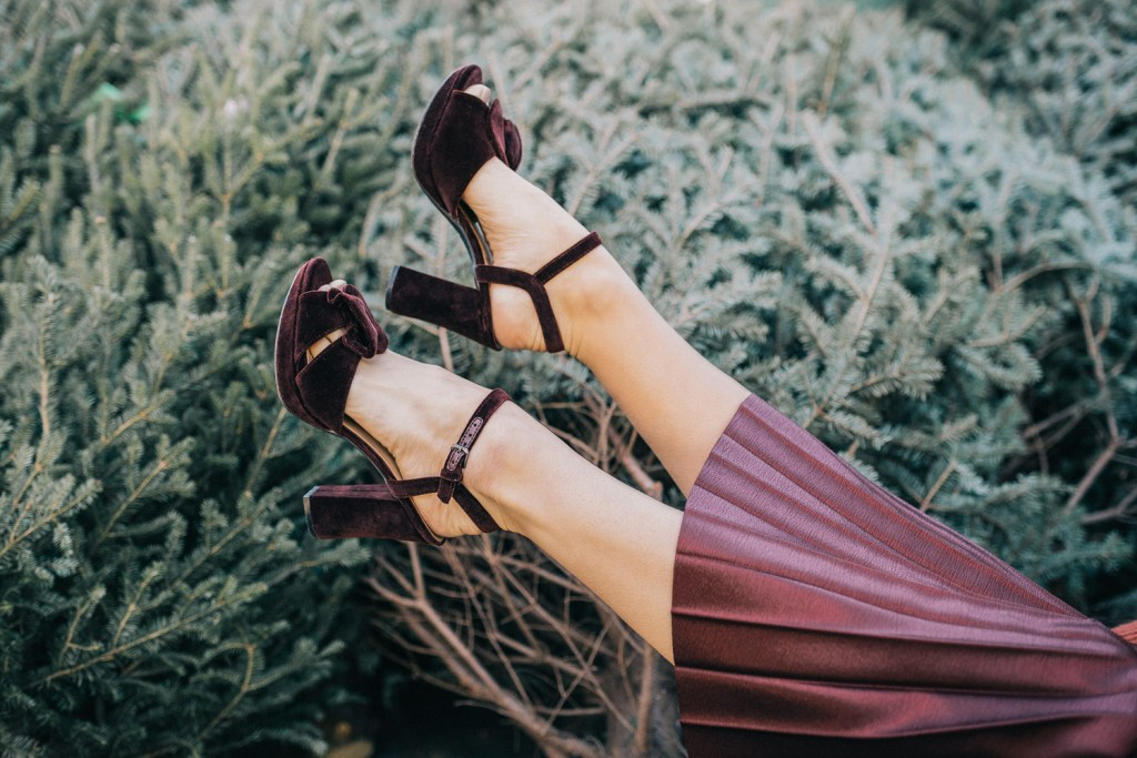 Blogger Mary Krosnjar wearing Naturalizer 90th Anniversary Adelle Shoes and Polished Pleated Skirt