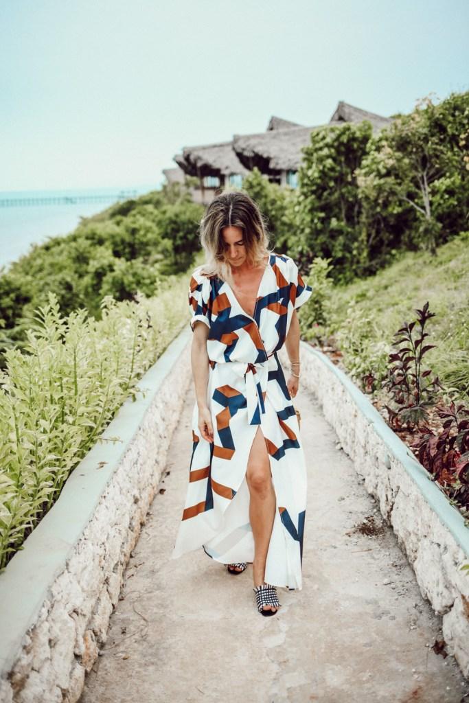 Geometric Print Split Maxi Dress and H&M Woven Mules