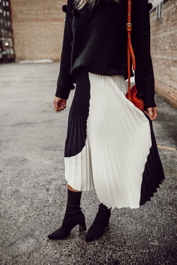 Blogger Mary Krosnjar wearing H&M pleated skirt and Zara ankle booties