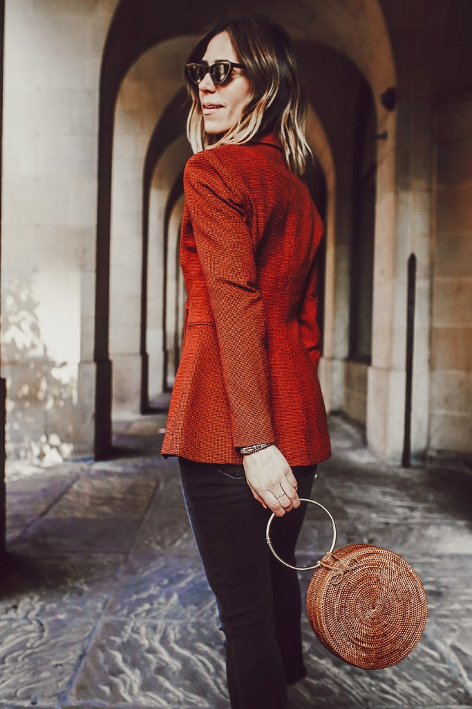 Blogger Mary Krosnjar wearing H&M fitted jacket and circle wicker bag