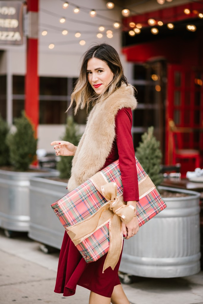 Blogger Mary Krosnjar wearing Faux Fur Stole and Cyber Monday Sales