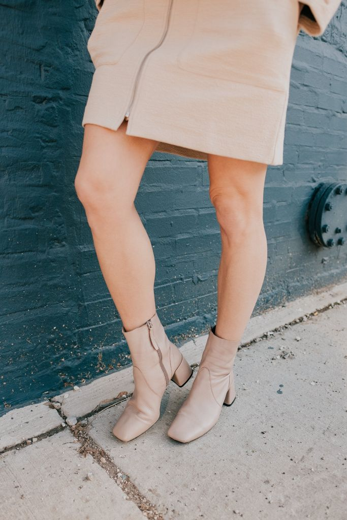 Seattle Fashion Blogger Sportsanista wearing & Other Stories Cylinder Heel Ankle Boots and H&M Skirt with Zip
