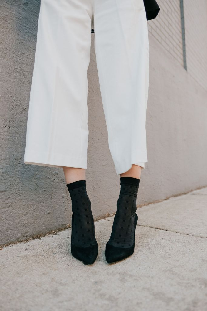 Seattle Fashion Blogger Sportsanista wearing Ann Taylor Wide Leg White Marina Pant and Ann Taylor Mila Suede Black Pumps