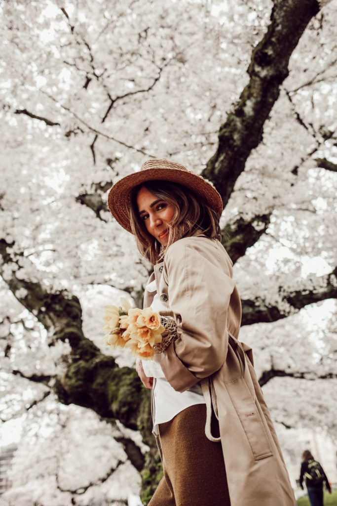 Seattle Fashion Blogger Sportsanista wearing H&MM Trench Coat and Sole Society Sole Society WIDE BRIM RAFFIA HAT
