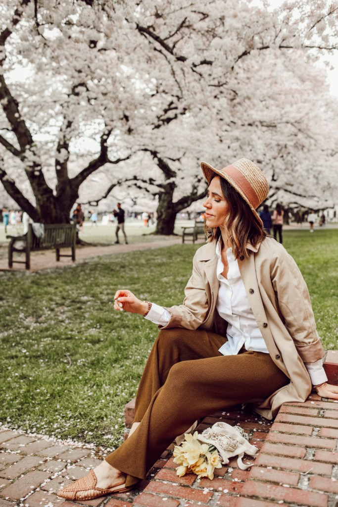 Seattle Fashion Blogger Sportsanista sharing spring essentials, Sole Society WIDE BRIM RAFFIA HAT and H&M KNit pants