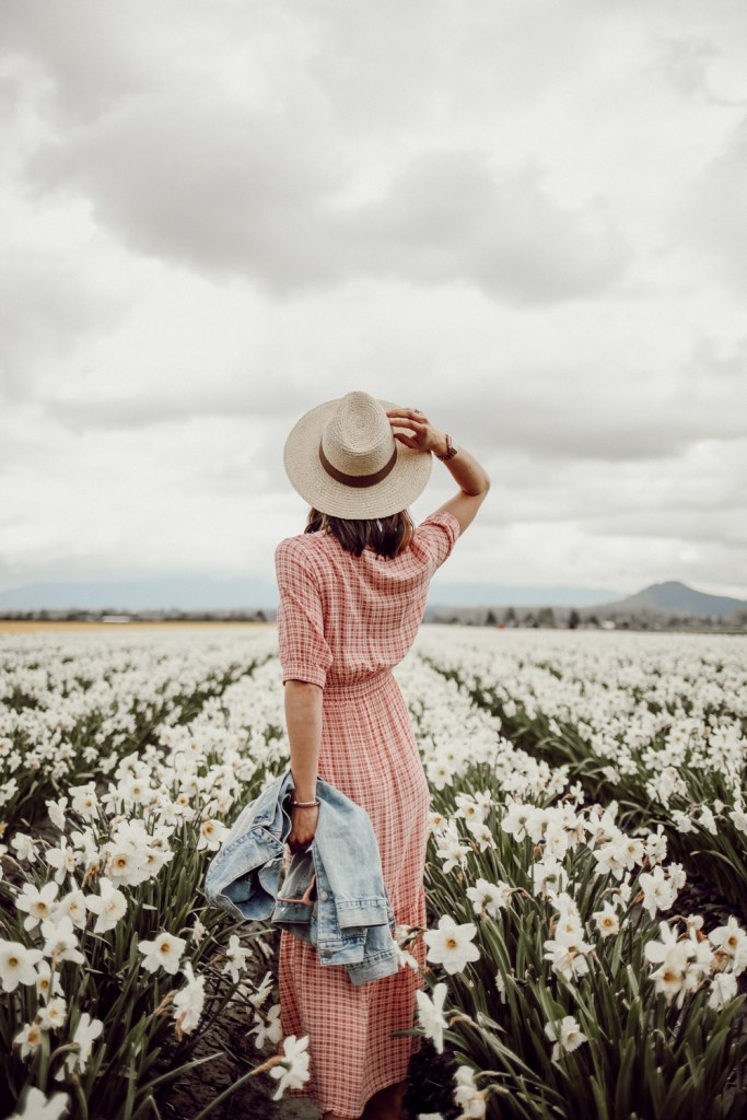 Seattle Fashion Blogger Sportsanista wearing Sole Society Straw Hat in Skagit Tulip Fields