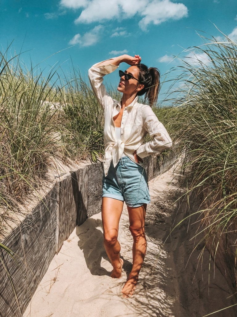 Seattle Fashion Blogger Sportsanista wearing H&M Linen Shirt and High Wasited Denim Shorts at the beach