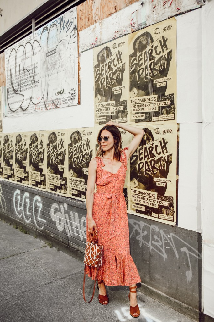 Seattle Fashion Blogger Sportsanista wearing J.Crew Floral Dress and Target Net Tote