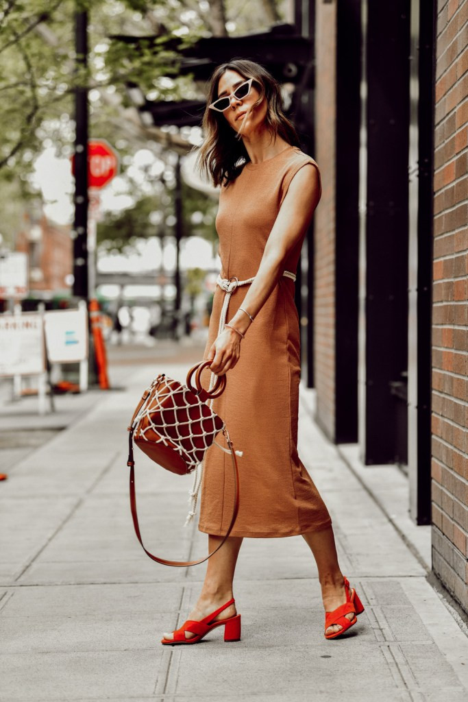 Fashion Blogger Sportsanista wearing topshop rope belt midi dress and red suede mule sandals