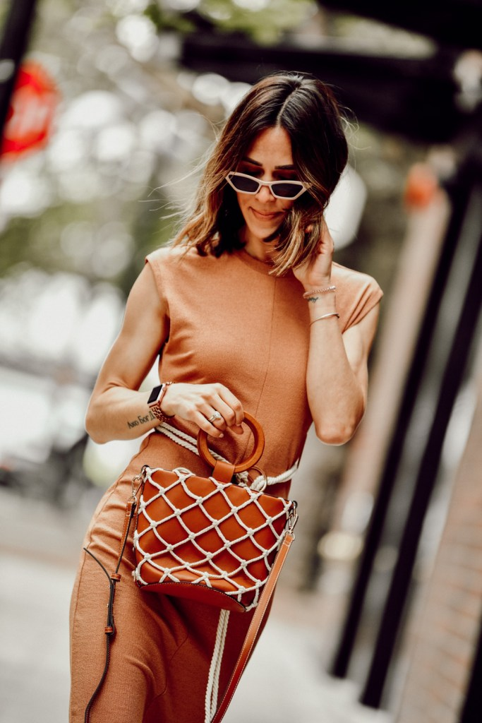 Fashion Blogger Sportsanista keeping it neutral with topshop rope belt midi dress and mango net bag