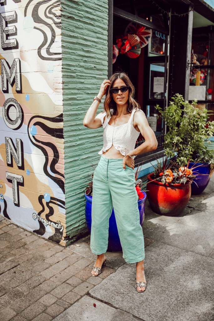 Seattle Fashion Blogger Sportsanista sharing how to style color jeans for a fun summer look
