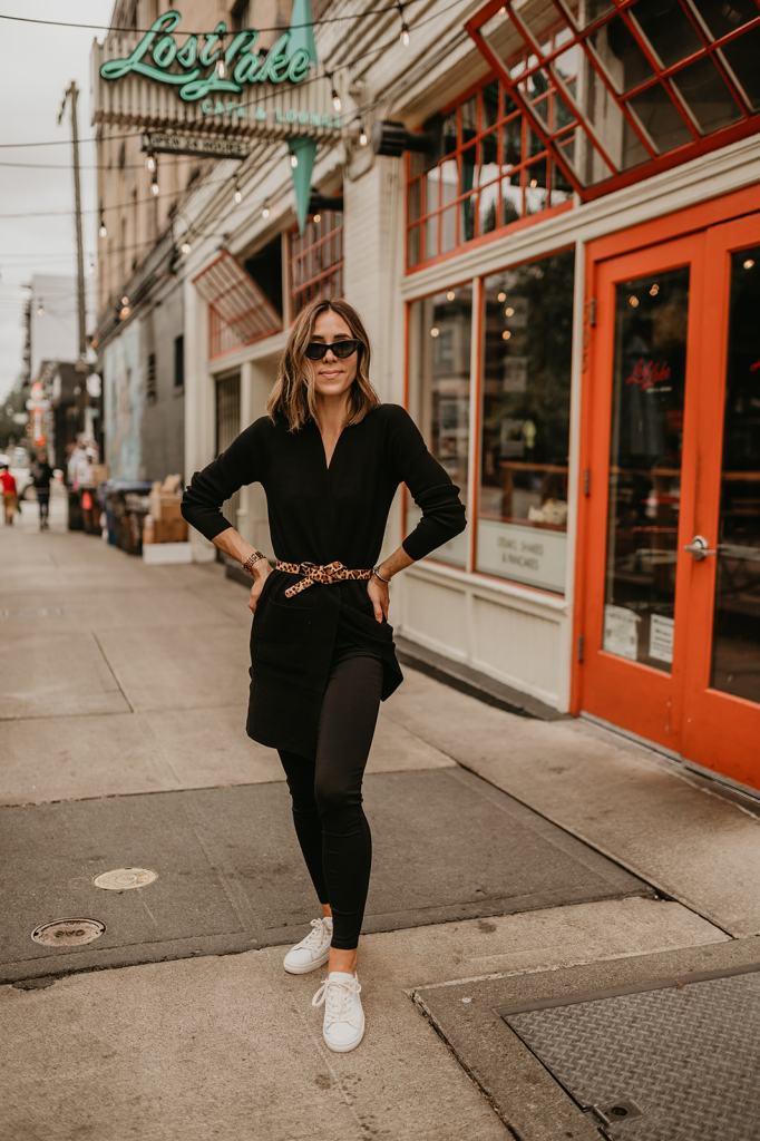 Seattle Fashion Blogger Sportsanista wearing Ann Taylor Ponte Leggings for Travel Look