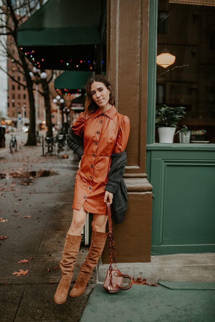 Blogger Mary Krosnjar sharing Thanksgiving Outfits Ideas