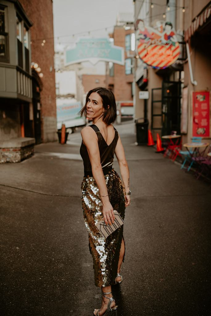 Blogger Mary Krosnjar wearing the perfect sequin skirt and velvet top for holiday look