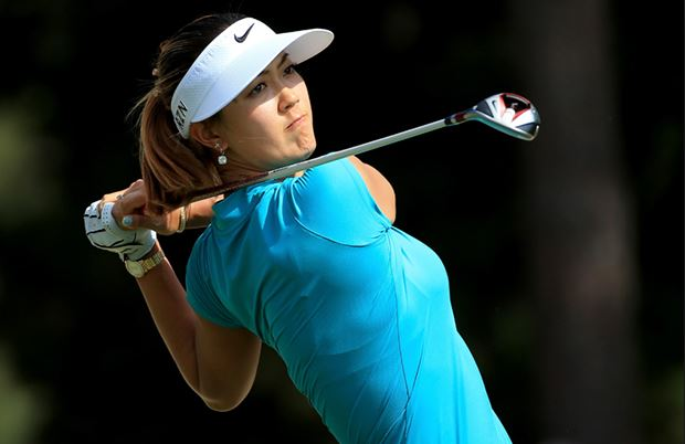 10 Most Beautiful Female-Golfers [2016]