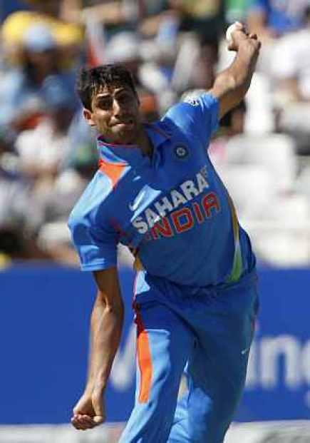 Ashish Nehra Bowling