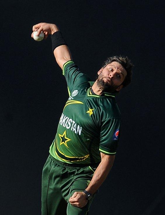 Shahid Afridi bowling