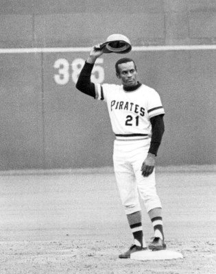 Roberto Clemente hits his 3000th career hit