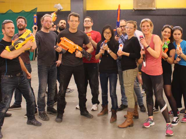 nerf battle guerre nerf montreal woman cheer