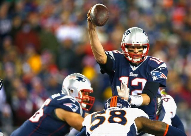 Tom Brady continues his magnificent run with 4 more touchdown passes (Jared Wickerham / Getty Images)