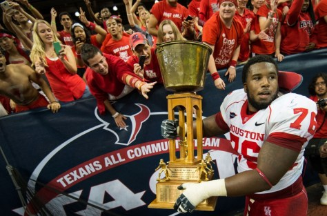Houston celebrates their win over Rice in 2013 with the Bayou Bucket (Smiley N. Pool / Houston Chronicle)