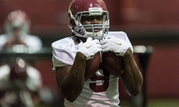 Bo Scarbrough Injures Knee