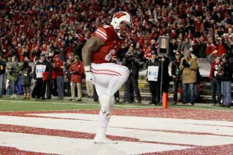 Corey Clement had two fourth quarter touchdowns to help propel the Wisconsin Badgers to a 31-17 win over rival Minnesota. (Dylan Buell/Getty Images North America)