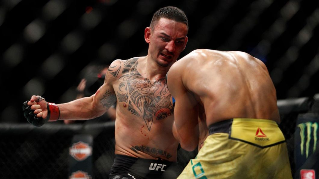 https://i1.wp.com/sportshub.cbsistatic.com/i/2017/12/03/300c42be-d3b3-409b-8856-bd9e46e9882a/max-holloway-wins.jpg?w=1060&ssl=1