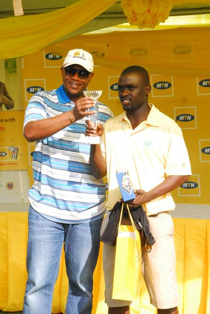 Mr Serame Taukobong(LEFT),CEO of MTN presenting the overall prize to Likidi Kwame