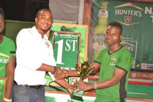Alex Oppong receives his prize