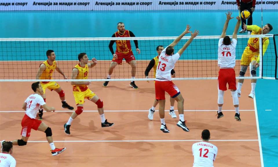 На натпреварот Македонија – Турција се случи запросување