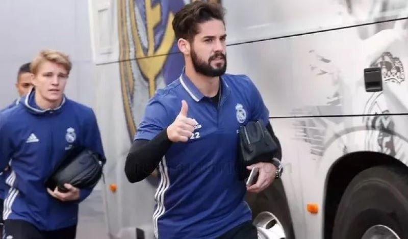 Реал Мадрид чека понуди за Иско