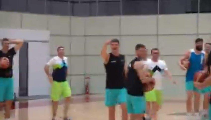 Лудило на тренингот на Словенија: Муриќ даде кош преку цел терен со нога! 🎥