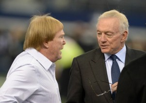 Mike Davis & Jerry Jones