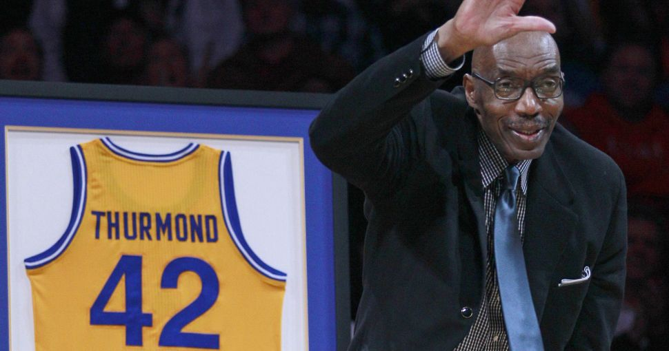 nate-thurmond-cuadruple-doble-dorsal-retirado-warriors