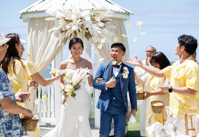 K-1ファイター卜部弘嵩選手・モデル高橋ユウさんがハワイで挙式 アットホームなウェディングに、卜部弘嵩選手は「幸せな家庭を築いていきたい」
