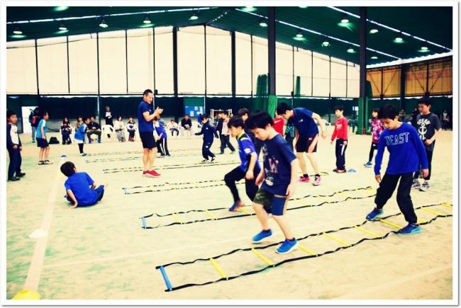 運動会で活躍する準備はOK!? ITCテニススクールで「走り方教室」を開催。T&F.net KOBE 野口研治トレーナーによる、子どもの能力を最大限に引き出す「走り」の本格指導。待望の再開催決定!